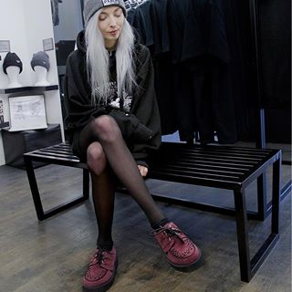 Welcome to @kimiperi visiting us at our store for a tour around Soho. Here in the Original Wulfrun Creeper in lux Burgundy Suede. Love and Death Beanie available instore and online.  #undergroundshoe  #undergroundshoes  #undergroundlondon  #8berwickstreet  #underground_halfmoon #UNDERGROUNDCREEPERS #creepers #thecreeper #Brothelcreepers